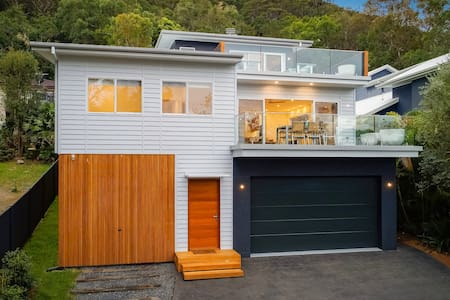 Brand New Pearl Beach Luxury Family Home