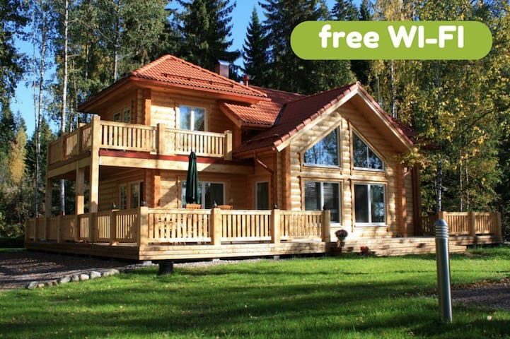 Villa Aleksi - superb lakeshore villa with jacuzzi - Hollola