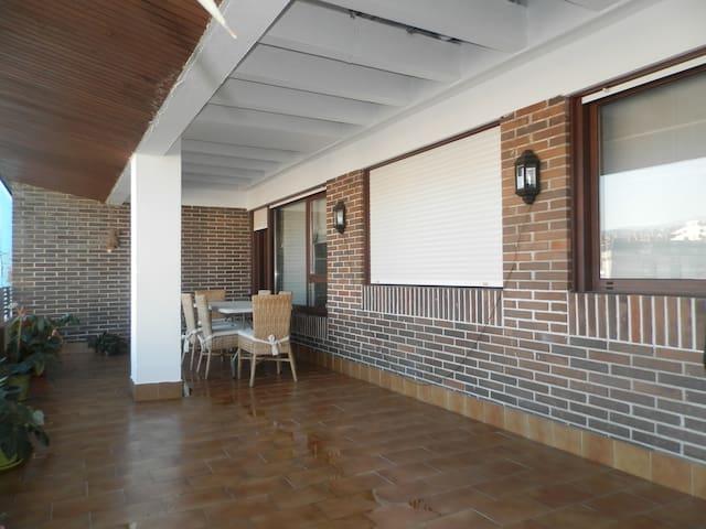 Piso céntrico con terraza cubierta