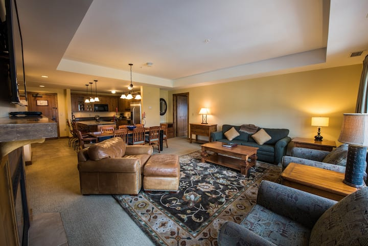 Spacious, Bright, Luxe 3 Bedroom Condo | Near the Slopes