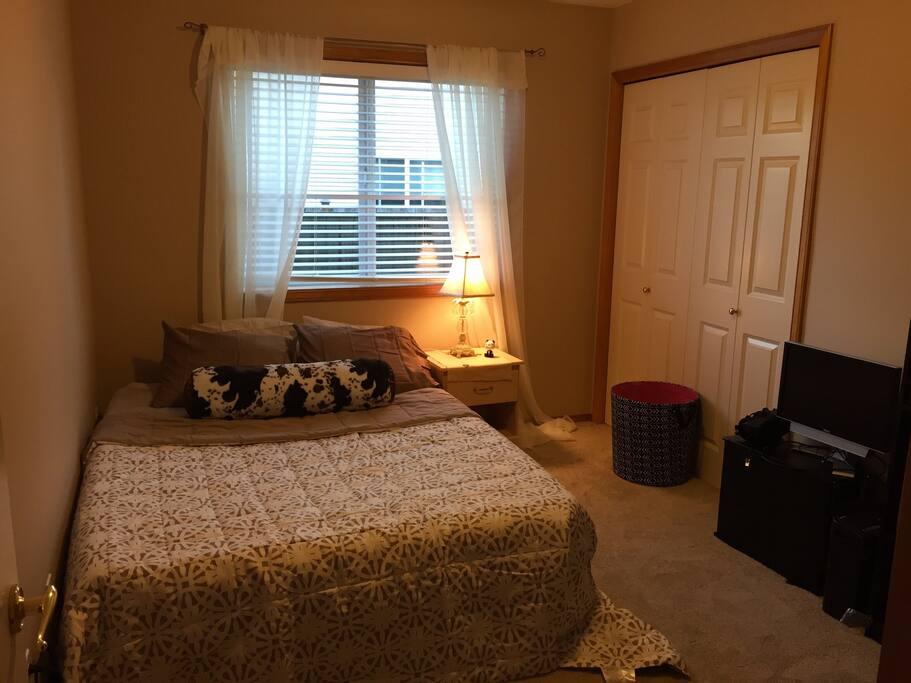 Very comfy queen air mattress bed