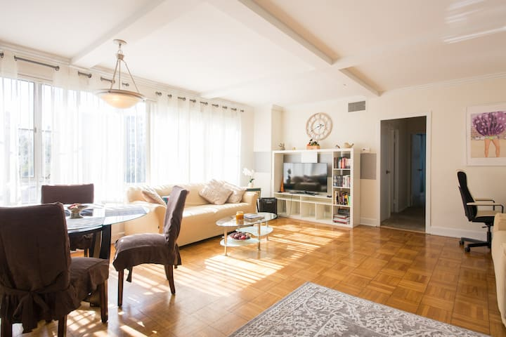 Center of LA! Bright&Clean 2BR Apartment