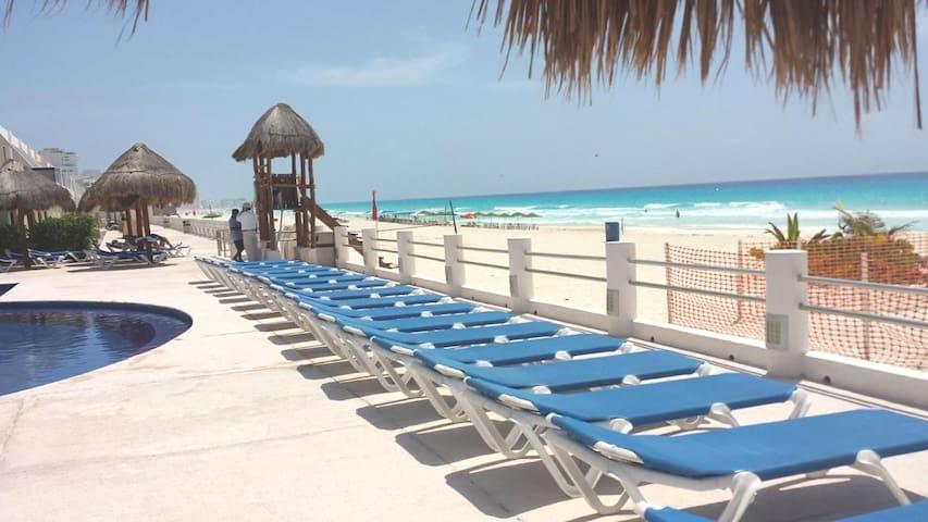 Departamento frente al mar en cancun  3 albercas
