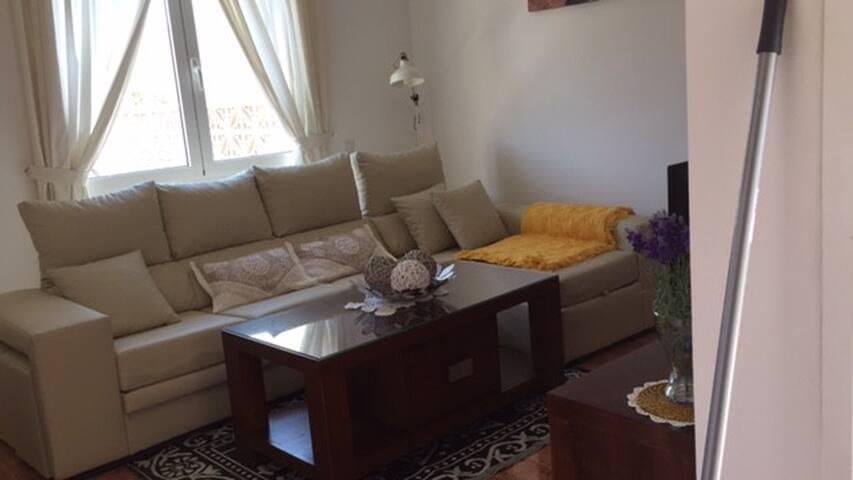 Apartamento céntrico y tranquilo .