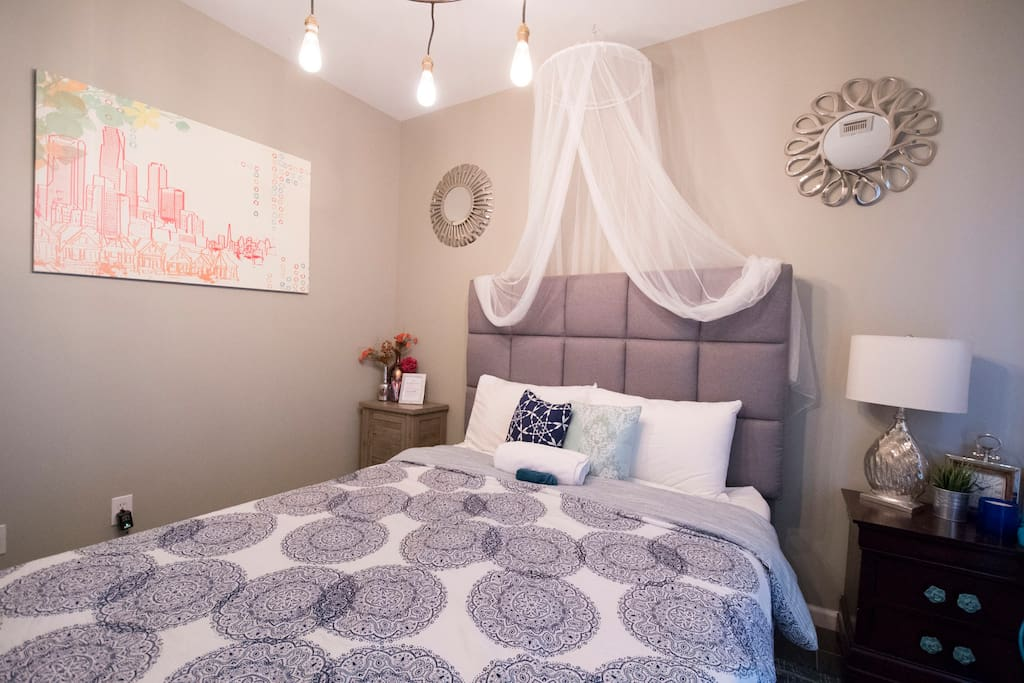 Room 1 with Queen bed