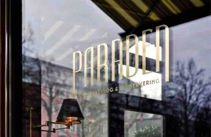 Paraden quite well known restaurant that is easy going and serve very good food. Perfect if you don't feel like making your own dinner, lunch or breakfast: just around the corner from the Studio