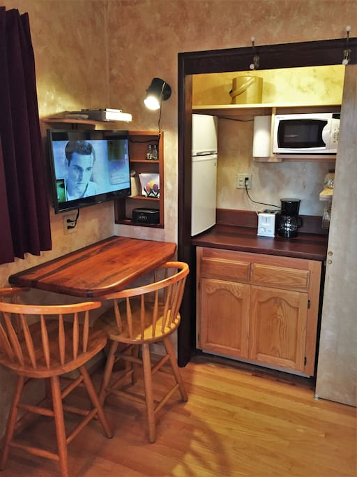 """Kitchenette and breakfast nook means you can save money and eat here.  Snacks, coffee and tea are complimentary.  32""""  TV w/ cable and DVD player, bluetooth clock radio and USB charging ports."""