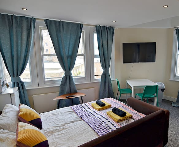DOMESTICATED 1 Bedroom Studio for 4 at GREEN PARK