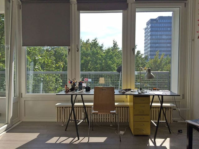 Kreuzberg Apartment with Balcony - Berlim - Apartamento