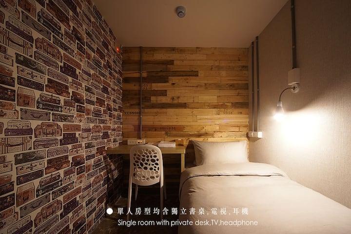 Explore Taipei in a Cozy Single Room
