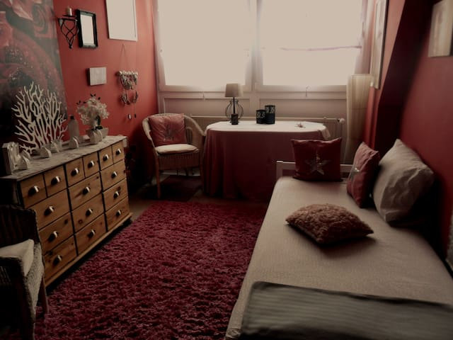 cozy room in red