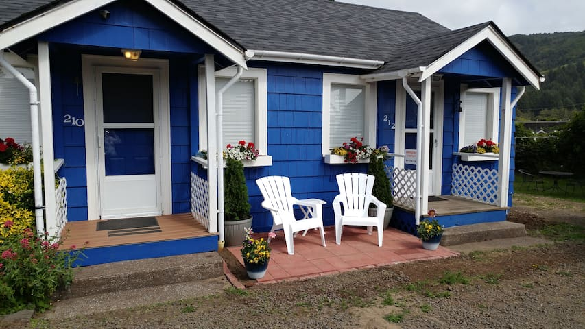 Ocean Way Cottage #210 at 210 W. 2nd Street