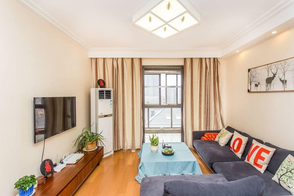 超有温馨感的居家客厅及高端大气又不失时尚气息的深灰色休闲布艺沙发