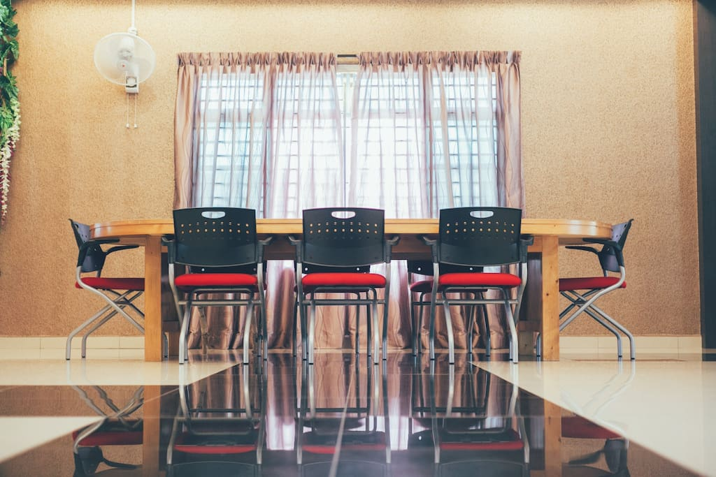 Meeting Table - Large table with 10 seats suitable for working and meeting