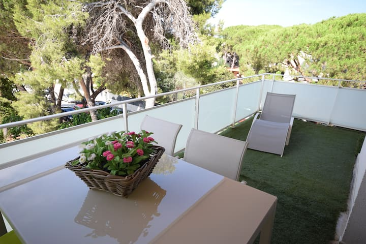 APARTAMENT WITH TERRACE BY THE SEA
