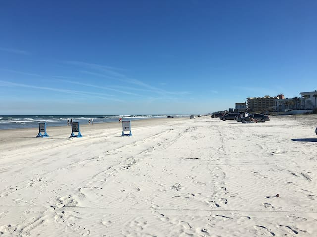 Beachcomber's Paradise walking distance to beach - New Smyrna Beach - Apartment