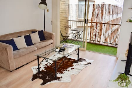 Spacious Inner City 2BR near CBD with FREE Parking