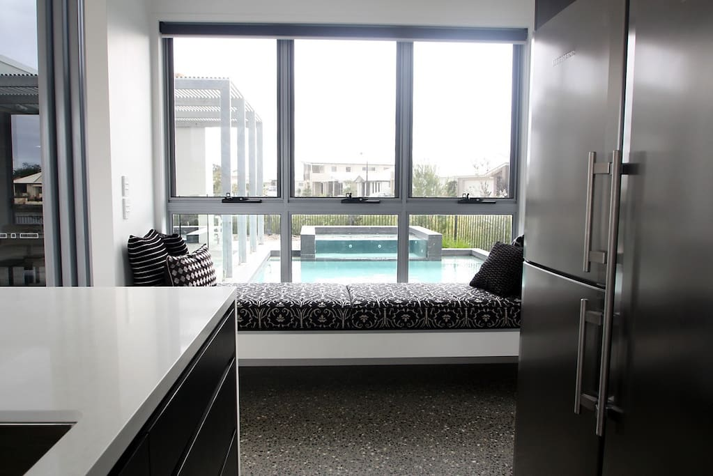 Kitchen daybed looking out to pool, spa and courtyard