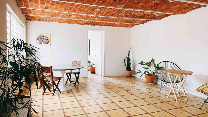 (L) PRIVATE LOFT FOR 4 2 BLOCKS FROM CHAPULTEPEC