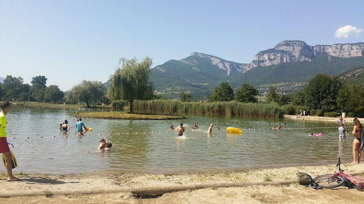T2 cosy avec jardin entre lacs et montagnes
