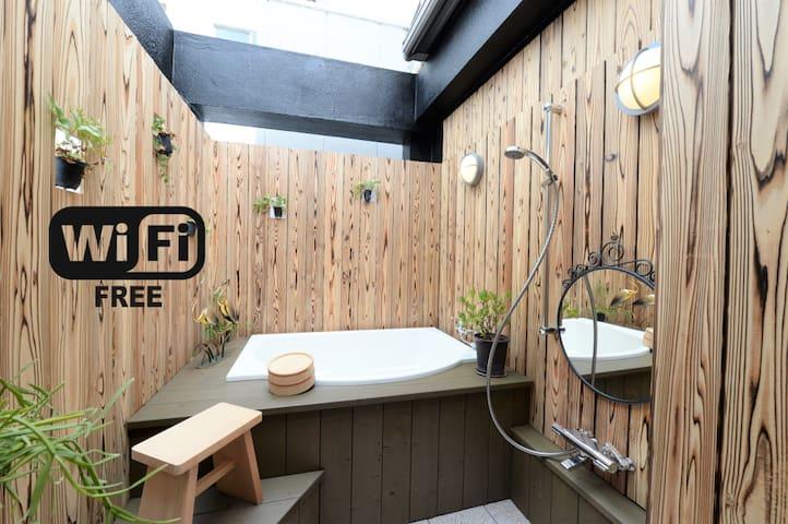 There is a Japanese style outdoor bath!!! - Nishi-ku, Ōsaka-shi - Guesthouse