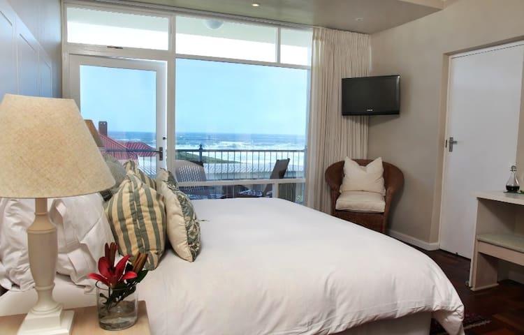 Hermanus Beach Villa - Baleen Suite