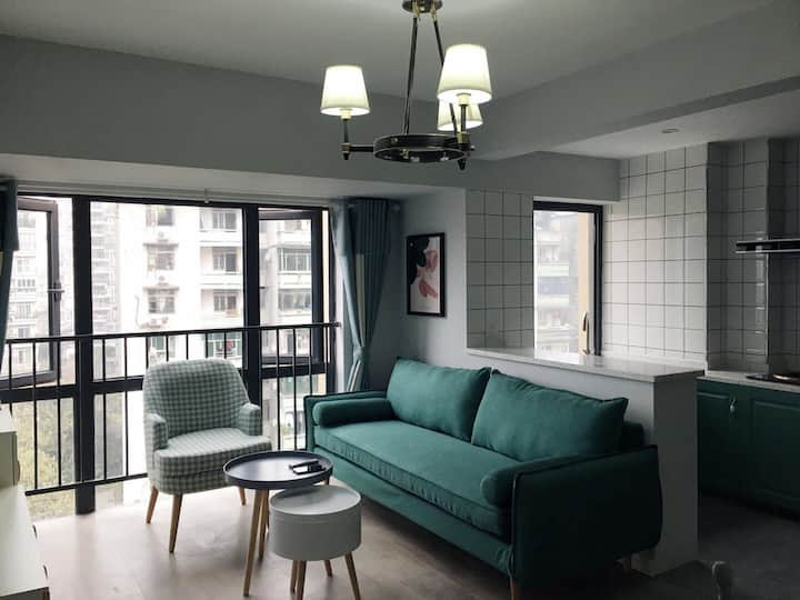 墨绿家庭公寓