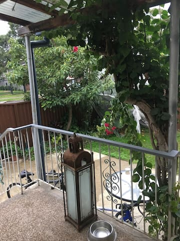 Spacious 3 bedroom house close to train station - Kogarah - Huis