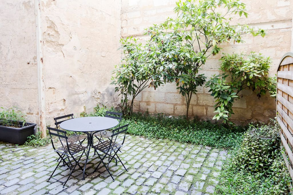 Centre ville apt de charme cour appartements louer for Appartement bordeaux centre ville location