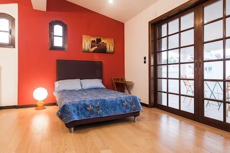 4 Rooms in a villa near the beach, private terrace - Elliniko - Villa - 1