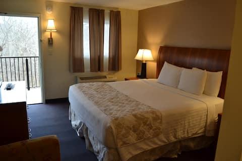 Cascades Inn, Private Entrance Room w/King bed, Private Bath, near IU!