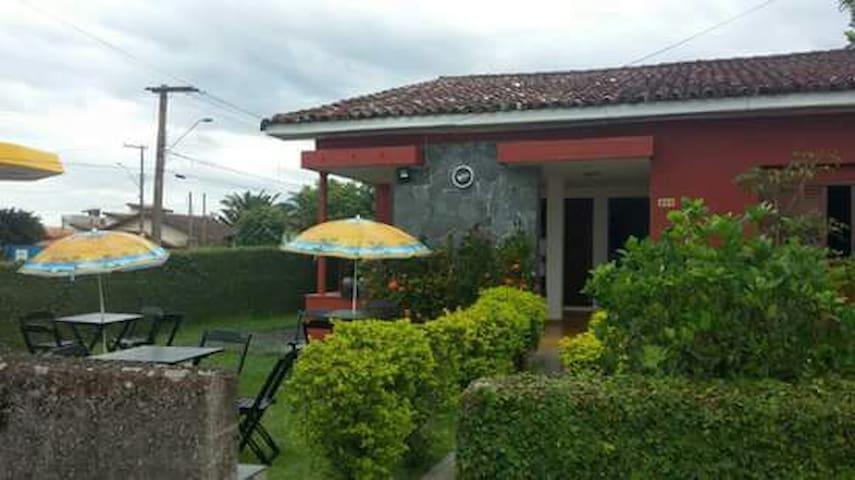 Quarto localizado na Avenida Beira Mar