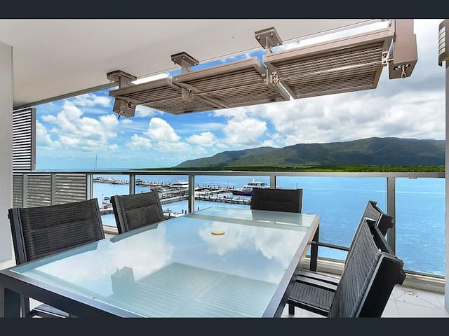 Cairns Harbour Lights - Luxury 2 bed 2 bath