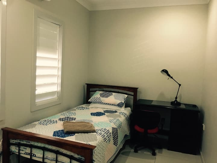 Kathys place on Martyn St - King Single Bed