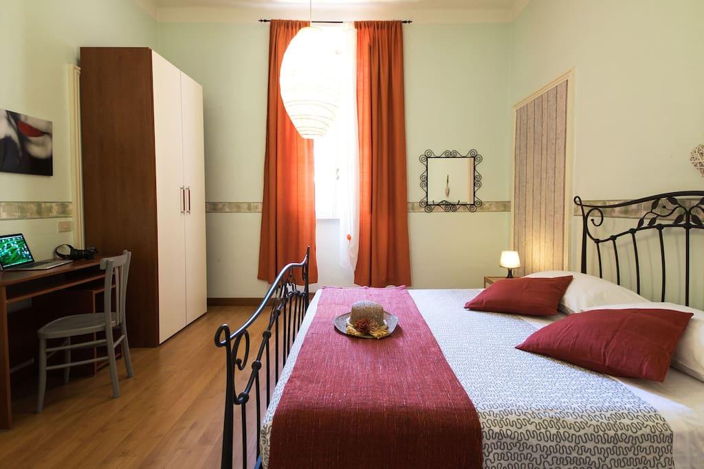 Room shared wc san giovanni coliseum appartements avec for La chambre de giovanni