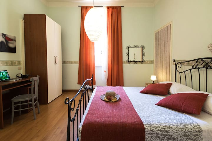 COZY ROOM SHARED WC NEAR SAN GIOVANNI AND COLISEUM