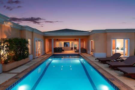 Sunset View Luxury Pool Villa / 4 BR 8-10 persons