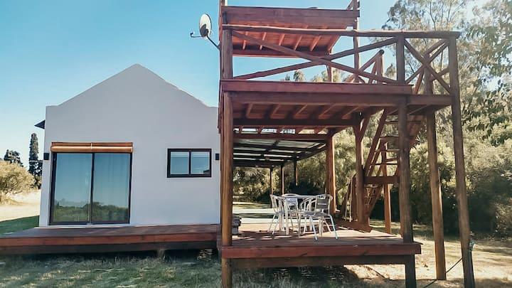 Casa con mirador y vista al rio en Chacra