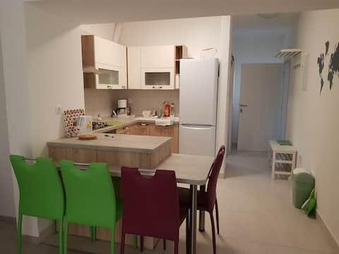 """Hiljainen,uusi asunto """"Mia"""" terassilla ja puutarhalla"""