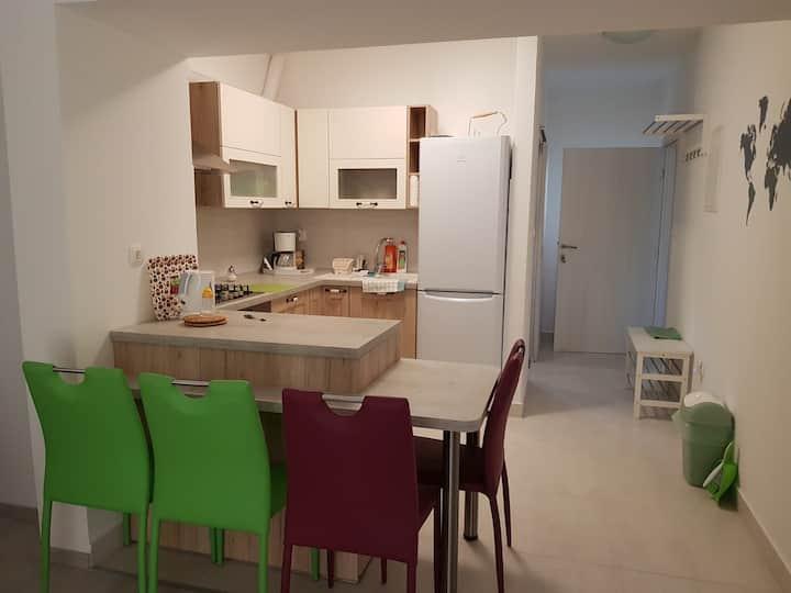 "Quiet,new apartment ""Mia"" with a terrace & garden"