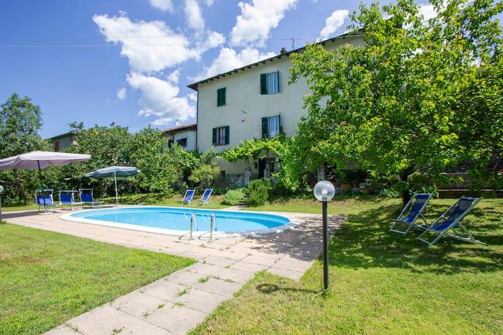 Tenuta Barbanera 17th-c. palace with private pool