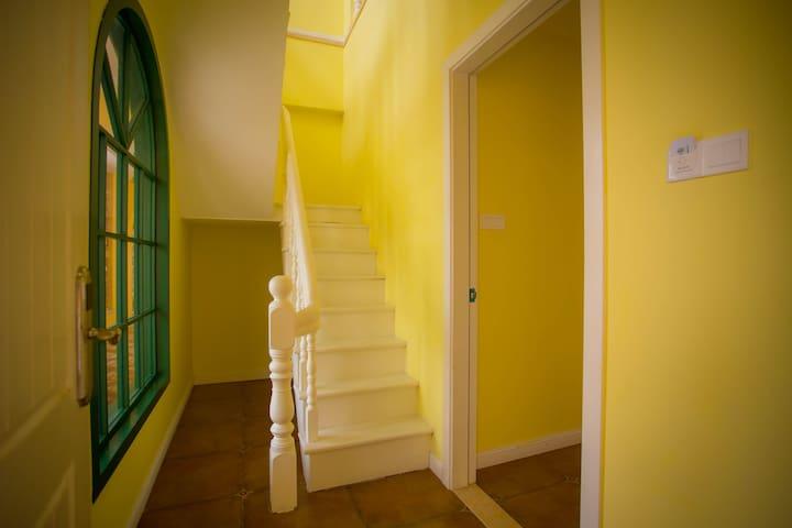 冬季特惠*--南澳柠檬墅复式私家阳台一居室