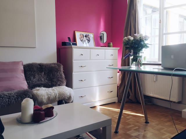 Girly 1 bedroom apartment in central Munich