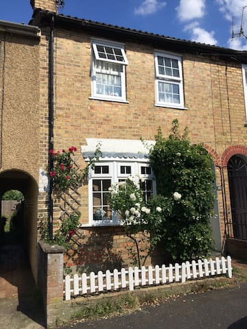 Charming house close to Sevenoaks /historic parks