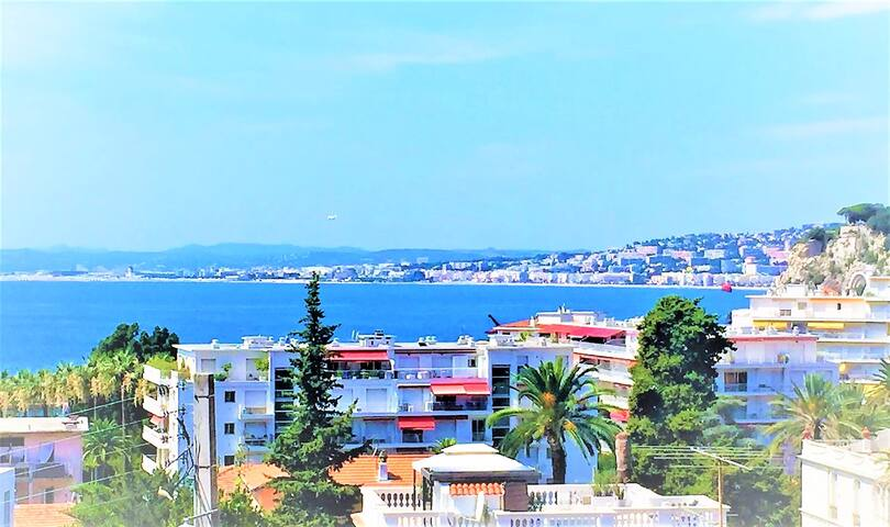 Stunning View, Fabulous Location, Free Parking !