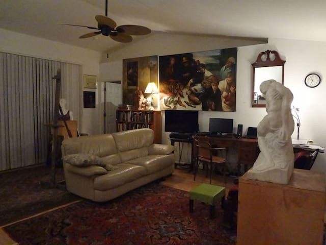 Sculptor's Studio - Naples - House