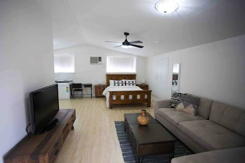 New Cute Cabin close to all Concert Venues and Wineries