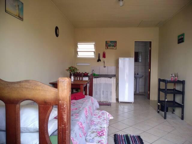 Quitinete privativa em Florianópolis (UFSC)