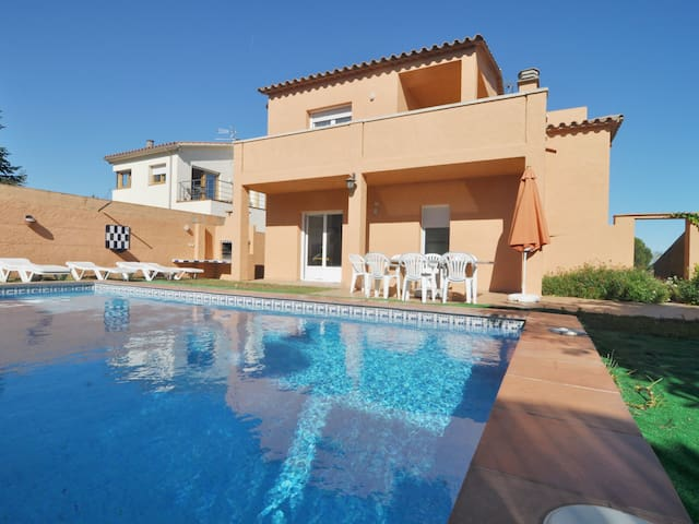 TERE 8: VERY SPACIOUS HOUSE WITH PRIVATE POOL