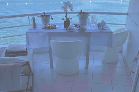 White - glory  seafront - Apt   in Los Cristianos